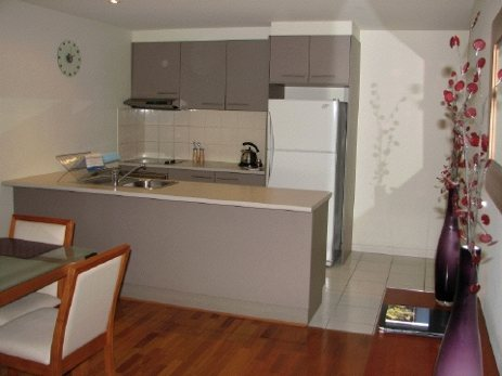 This is in the Union St development in the Garden East area of the CBD of Adelaide This  two-bedroom furnished apartment is 145 sq.m and is located . The apartment has 1 bathroom. The minimum length o