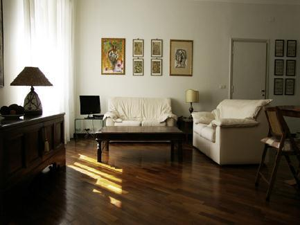 This 75-sq.mt one bedroom apartment sleeping up to 4 persons is located on the 2nd floor of a residential building (with elevator) in one of Rome`s most renowned areas, steps from the Vatican and Prat