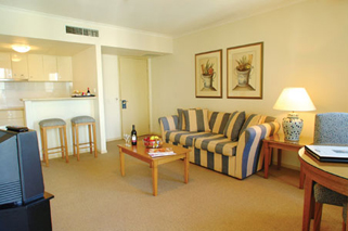 This apartment style hotel offers a choice of studio, one and two bedroom apartments. Leisure facilities include swimming pool, sauna, spa, gymnasium and full size tennis court. This  three-bedroom se